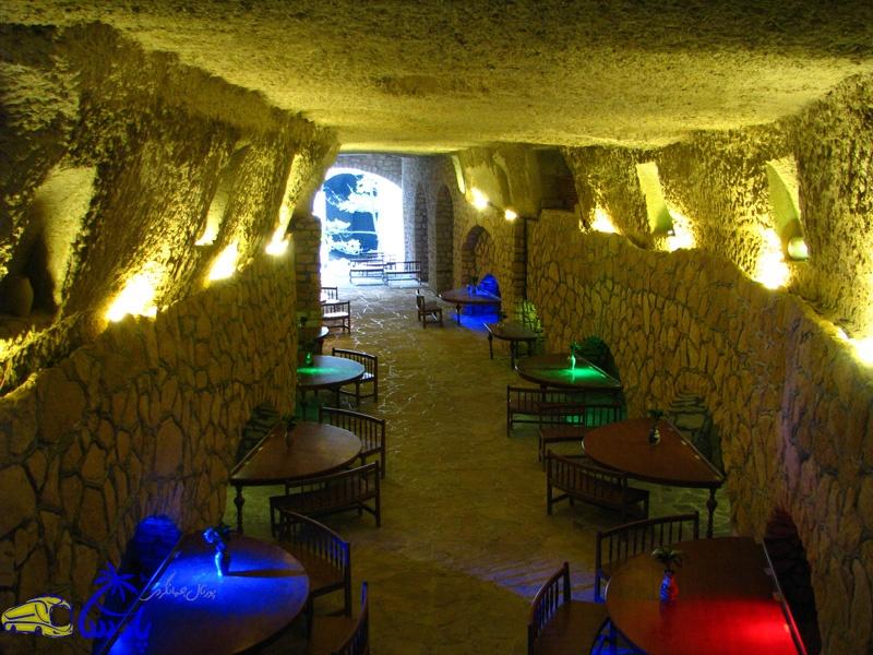 قنات (کاریز) کیش یکی از مناطق گردشگری و تاریخی جزیره کیش میباشد و بیش از ۲۵۰۰ سال قدمت دارد. این قنات در عمق ۱۶ متری زیر زمین قرار گرفتهاست و سقف آن پوشیده از صدف و مرجانهایی میباشد